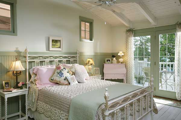 styling rooms with shabby chic beds shabby chic. Black Bedroom Furniture Sets. Home Design Ideas